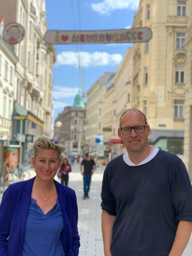 Christina Schlosser und Kurt Wilhelm in der Neubaugasse in Wien
